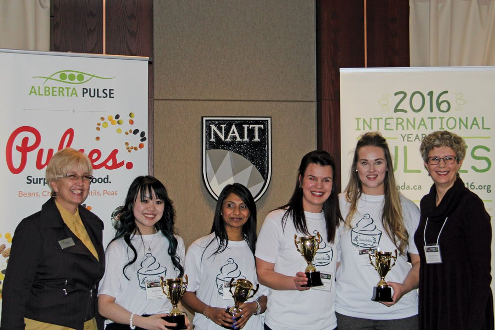 The winning Mission ImPULSEible team (from left to right) Nicolle Mah, Sujata Patel, Chandre Van de Merwe, and Austen Neil, flanked by pulse commission chair Allison Ammeter (left) and competition co-ordinator Debra McLennan.