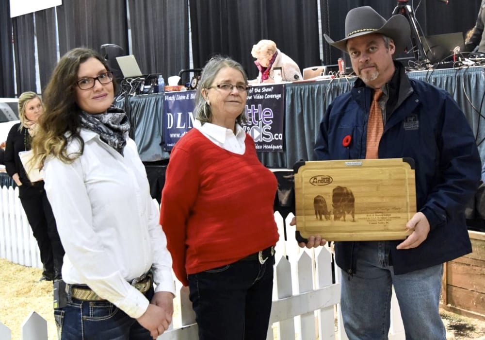 Valentina and Sharon Gabert receive their 50-year CAA Heritage Award from Trevor Welch, Canadian Angus Association president.