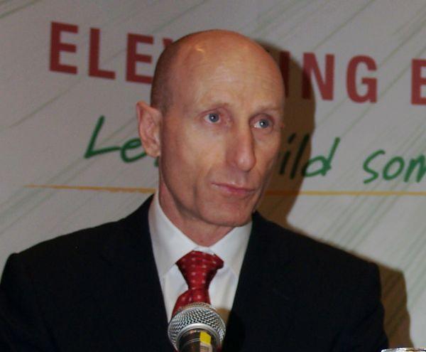 Mayo Schmidt, shown here in Winnipeg in 2007, led Viterra until 2012. (Dave Bedard photo)