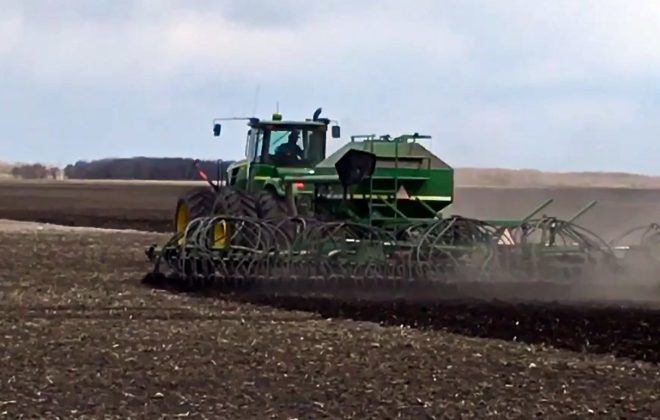 Farmer Brian Derksen seeds wheat on May 2, 2017 near Miami, Man., about 80 km south of Portage la Prairie. (Screengrab from Allan Dawson video)