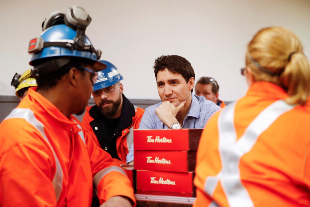 Prime Minister Justin Trudeau meets with steel workers at Stelco in Hamilton on March 13, 2018. (File photo: Reuters/Mark Blinch)